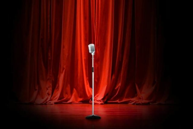 http://vignette4.wikia.nocookie.net/epicrapbattlesofhistory/images/e/e9/Microphone-on-stage.jpg